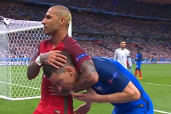 Францию в финале Евро 2016 заставили сыграть договорной матч?